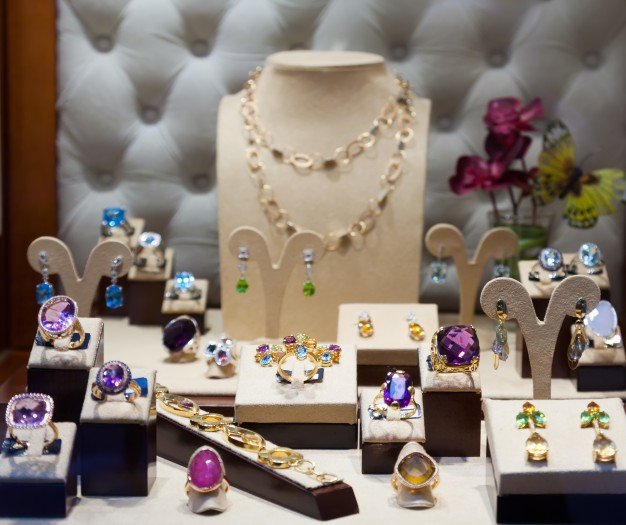 biżuteria złota w sklepie