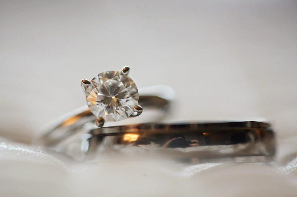 pierścionek z brylantem